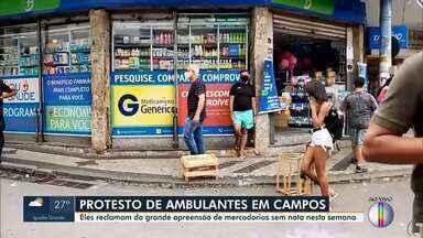 Ambulantes fazem protesto em Campos após Prefeitura apreender mercadorias sem nota fiscal - Eles reivindicam a possibilidade de continuar trabalhando na área central do município.