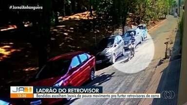 Homem é filmado furtando retrovisores de carros em Goiânia - Alvos são carros estacionados em lugares pouco movimentados.