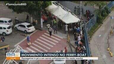 Terminal de São Joaquim tem movimento intenso de passageiros em véspera de feriadão - No Terminal Náutico, o embarque nas lanchas está tranquilo.