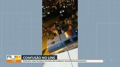 Policiais interrompem torneio de futebol no Lins e moradores protestam - Segundo relatos de moradores, os policiais chegaram atirando. Houve queda de energia na região, pois um transformador foi atingido por um tiro.