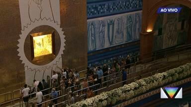 O dia da padroeira no Santuário Nacional - Acesso a basílica é limitado e romeiros precisam seguir regras.