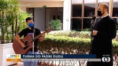 Padre Dudu canta com Léo e fala sobre projeto de evangelização infantil - Padre Dudu canta com Léo e fala sobre projeto de evangelização infantil