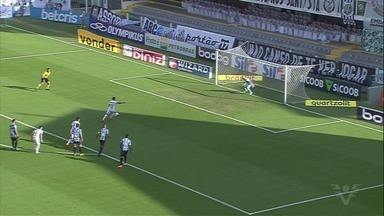 Com gols de Marinho, Santos vence o Grêmio na Vila Belmiro - Time de Cuca está há 12 jogos sem perder.