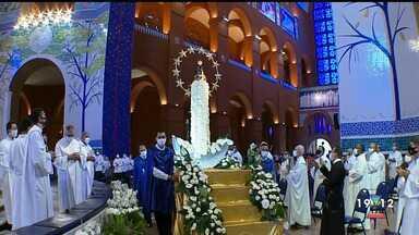 Devotos celebram Padroeira do Brasil na Basílica de Aparecida - Confira a reportagem exibida pelo Jornal Vanguarda.