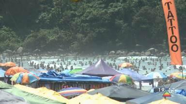Praias ficam lotadas no último dia do feriado prolongado - Confira a reportagem exibida pelo Jornal Vanguarda.