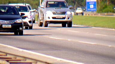 Retorno do feriado de 12 de outubro movimenta estradas que cortam o Alto Tietê - A Rodovia Mogi-Bertioga foi uma das mais movimentadas durante todo o feriado. Quem decidiu curtir o Litoral enfrentou congestionamento na ida e na volta.