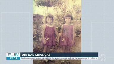 Em homenagem ao Dia das Crianças, moradores mandaram fotos de lembranças da infância - Registros de telespectadores foram exibidos no RJ2.