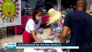 Dia das Crianças tem ação solidária em Manaus - Voluntários doam lanches e brinquedos em comunidade do Santa Etelvina