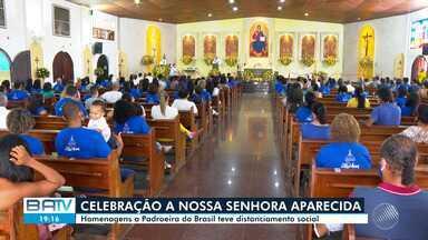 Celebração à Nossa Senhora Aparecida é realizada com distanciamento social - Homenagens à padroeira do Brasil aconteceram nesta terça-feira.