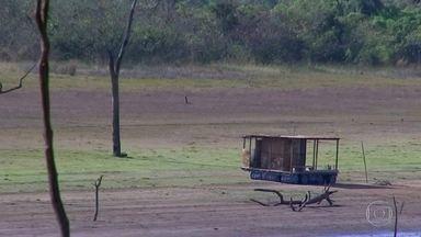 Estiagem e calor obrigam moradores de cidades do noroeste paulista a racionar água - Nascentes de rios secaram. A estiagem é considerada uma das mais severas dos últimos 50 anos no noroeste paulista.