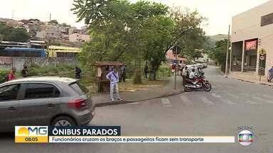 Funcionários de empresa de ônibus fazem protesto em BH - A empresa atende a região do Barreiro. Muita gente ficou sem transporte.