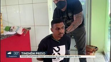 Polícia Civil prende maior ladrão de cargas de cigarro do RJ - Itamar dos Santos, conhecido como Tineném, estava em uma casa, em Maricá, e pretendia se mudar para a favela do Jacarezinho, onde vendia as cargas roubadas.