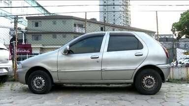Polícia de SP encontra carro usado pelo homem que matou a facadas a ex-mulher - O homem também matou a ex-sogra durante uma festa de aniversário.