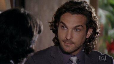Alberto pede a Dom Rafael que o ajude a tirar Cassiano de seu caminho - Ele quer propor um negócio ao mafioso