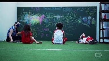 15% dos alunos voltaram às aulas em SP - Governo paulista irá fazer testes para Covid-19 em 19 mil alunos e professores da rede estadual. Aulas voltaram parcialmente em 13 estados e no DF.