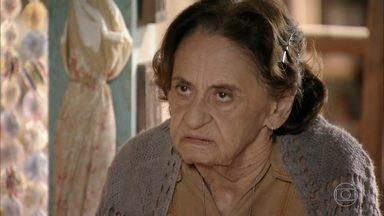 Veridiana é rude com Guiomar - Candinho não entende a irritação da avó. Guiomar questiona o paradeiro de Maria Adília