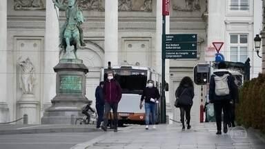 Países europeus batem recordes de casos novos de Covid - Moradores voltam a enfrentar limitações com medidas restritivas e de isolamento. No Vaticano, um homem que vive na mesma residência do Papa está infectado.