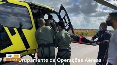Homem é atingido na cabeça por peça que se desprendeu de caminhão em Campo Alegre - Acidente aconteceu próximo à usina de Porto Rico. Vítima foi socorrida pelo Samu e levada para o Hospital Geral do Estado.