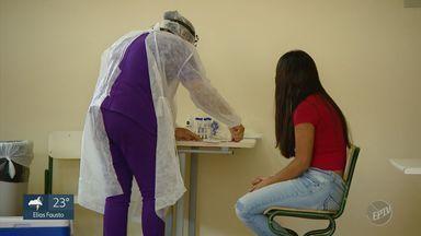 Coronavírus: estado começa testagem de 500 alunos e 200 servidores de escolas em Campinas - Exames ocorrem em cinco escolas da metrópole. Secretário estadual de Educação acompanhou primeiro dia da testagem, na manhã desta terça-feira (20).