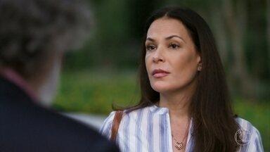 Penélope discute com Olavo - Ela se recusa a retomar o casamento e não se deixa intimidar pelas ameaças do pai de Beto
