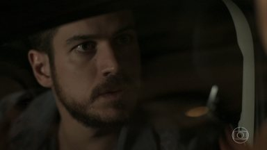 Zeca decide ir com Jeiza para o batalhão - Policial recebe chamado de emergência no meio de sua festa de noivado