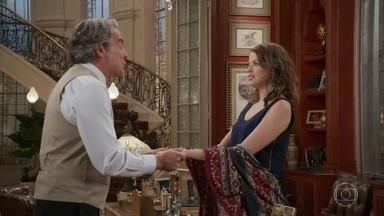 Aparício mente para Camila sobre sua personalidade antes do acidente - Teodora comenta a situação de Fedora. Camila teme nunca recuperar a memória