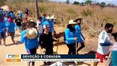Romeiros andam quase 70 km a pé de Várzea Alegre para Juazeiro do Norte - Saiba mais em g1.com.br/ce