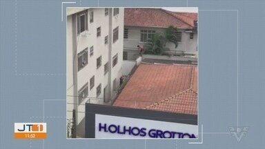 Homem foge por telhados de Santos após tentar roubar uma bicicleta - Um policial perseguiu o homem e outro ficou aguardando o criminoso se entregar.