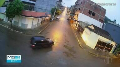 Carro de homem desaparecido é encontrado em zona rural que faz divisa com Inhapim - O homem foi visto por último em São Domingos das Dores e polícia suspeita de que tenha sido vítima de homicídio.