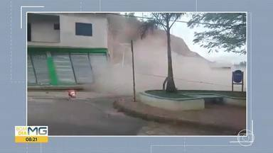 Dois imóveis desabam em Amparo do Serra, na Zona da Mata - Segundo a prefeitura, os imóveis não tinham autorização municipal.