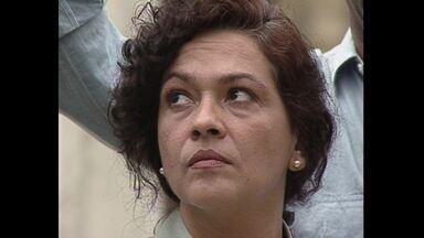 Capítulo de 16/04/1992 - Clarinha revela a Helena que Bia sumiu e todos começam a procurá-la. Ao descobrir que Bia está na casa de Mário, Helena discute com ele e Bia volta para casa.