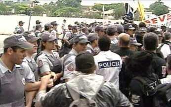 Confronto com a polícia - Policiais civis e militares se enfrentam em São Paulo.