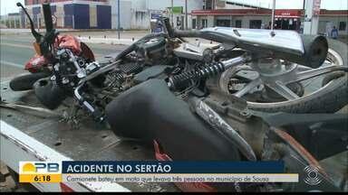 Carro bate em motocicleta que transportava três pessoas, em Sousa, Sertão da PB - Vídeo flagrou momento do acidente