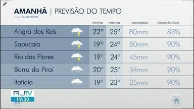 Redemoinho chama atenção de moradores de Resende - Fenômeno é comum durante estação. Veja como fica o tempo na região nesta sexta-feira.