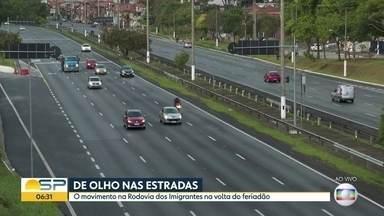 Motoristas encontram tráfego tranquilo nas rodovias de SP na volta do feriado de Finados - Trânsito deve se intensificar entre 9h e 21h, segundo polícia