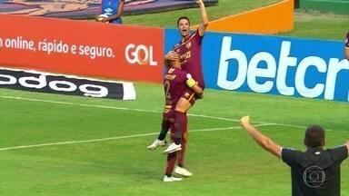 Thiago Neves desencanta, faz homenagem a avô e Sport vence Athletico por 1 a 0 - Thiago Neves desencanta, faz homenagem a avô e Sport vence Athletico por 1 a 0