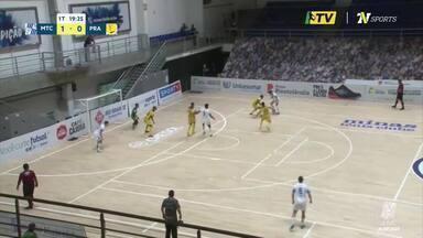 Brasília Futsal joga duas partidas, em duas cidades, no mesmo dia - O time do DF enfrentou o Praia Clube, em Uberlândia, pela Liga Nacional de Futsal, e depois teve que voltar na correria para o duelo contra o APAEFS (MS), pela Copa do Brasil.