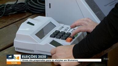 Urnas começam a passar por várias etapas de testes em Blumenau - Urnas começam a passar por várias etapas de testes em Blumenau