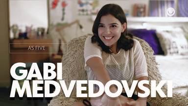Confira entrevista exclusiva com Gabi Medvedovski sobre As Five - Atriz conta como foi gravar a série e fala sobre sua personagem Keyla!