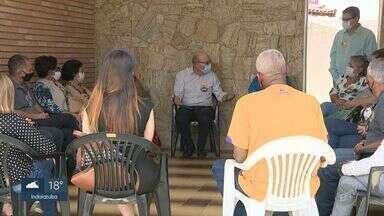 Candidatos a prefeito de Campinas cumprem agenda de campanha nesta segunda - Rafa Zimbaldi (PL) foi à frente da antiga Ciretran, Dário Saad (Republicanos) fez uma reunião na sede do partido e Pedro Tourinho (PT) fez campanha no Largo do Pará.