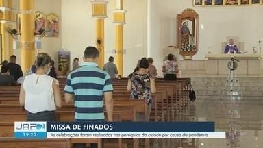 Missas de Dia de Finados foram realizadas nas paróquias, fora dos cemitérios, por decreto - Missas de Dia de Finados foram realizadas nas paróquias, fora dos cemitérios, por decreto