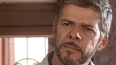 Pedro vai à floricultura e briga com Sílvia - Ele descobre que a esposa trocou a fechadura de casa