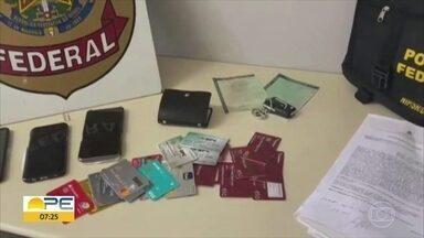 PF apreende cartões em ação contra suspeitos de fraudar 227 benefícios - Segundo a PF, material vai passar por perícia.