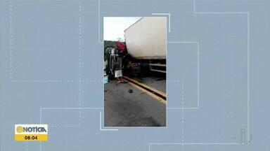 Acidente entre duas carretas deixa uma pessoa morta e outra ferida na BR-116 - Colisão foi próxima a Ubaporanga.