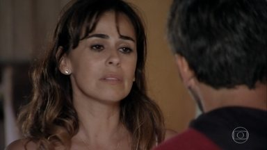 Juliano cobra que Natália assuma o namoro - Mila incentiva Reinaldo a lutar para reconquistar Natália e explica seu plano. A bióloga tenta tranquilizar Juliano e os dois se beijam