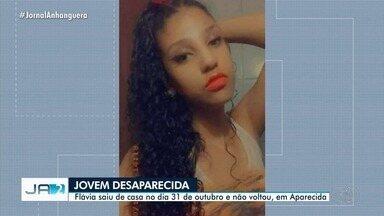 Família procura por jovem de 18 anos, em Aparecida de Goiânia - Câmera de segurança flagrou quando Flávia saiu de casa no dia 31 de outubro.