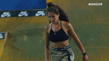 Pelas Ruas Argentinas - Vitória Mendonça, Vitória Bortolo e Grazi Oliveira continuam na Argentina, conhecendo os outros picos e pistas de skate. Elas conhecem um pico embaixo da ponte construído pelos skatistas locais e fazem várias sessões.