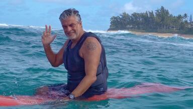 Marcello Serpa - Acompanhamos a rotina de Marcello Serpa, que foi morar no Havaí para aproveitar melhor as ondas e viver uma vida mais conectada com a natureza. Marcello ainda conta sobre sua outra paixão: a pintura e artes plásticas.