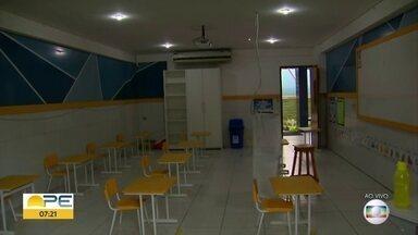 Escolas particulares retomam aulas presenciais dos anos finais do ensino fundamental - Unidades de ensino precisam respeitar regras para evitar contaminação por Covid-19.