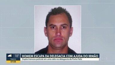 Homem escapa de delegacia com a ajuda do irmão em Porto Feliz - A dupla ainda trancou o policial que estava de plantão em uma cela da delegacia.